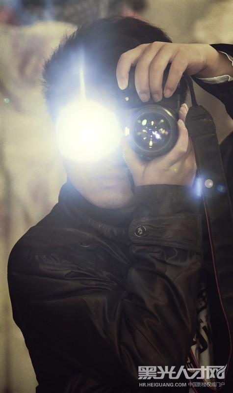 > 小龙求职摄影师