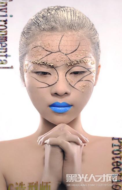 在各大影楼,工作室担任主化妆师,有丰富的工作经验,主做欧式新娘,韩式