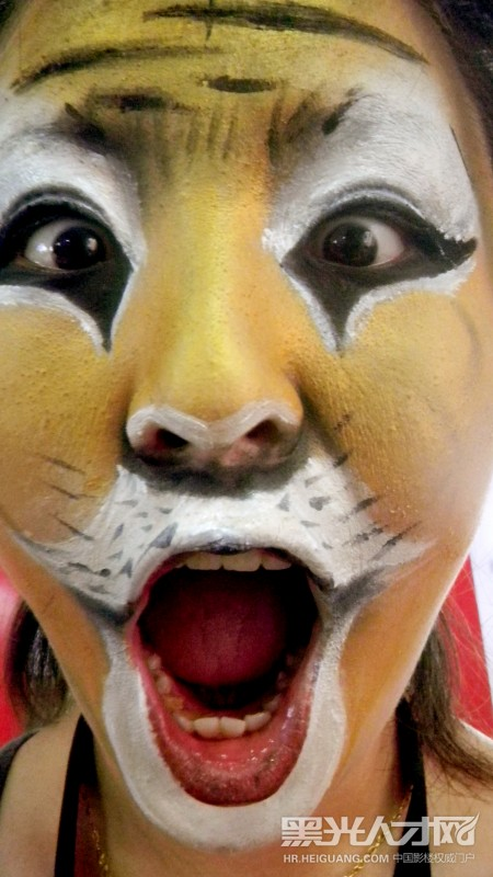 狗化妆成老虎的图片
