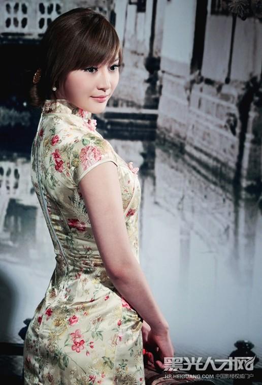 张娜长腿旗袍图片