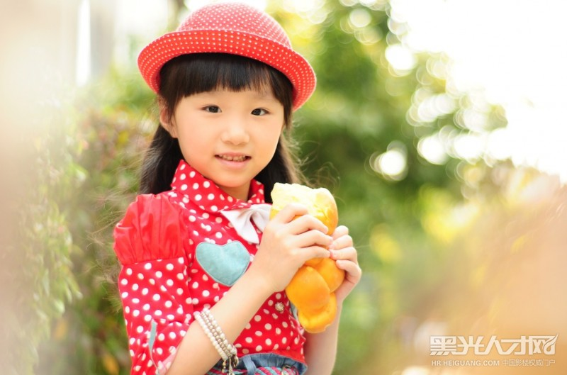 郑文峰求职儿童摄影师_【黑光人才网】影楼招聘第一