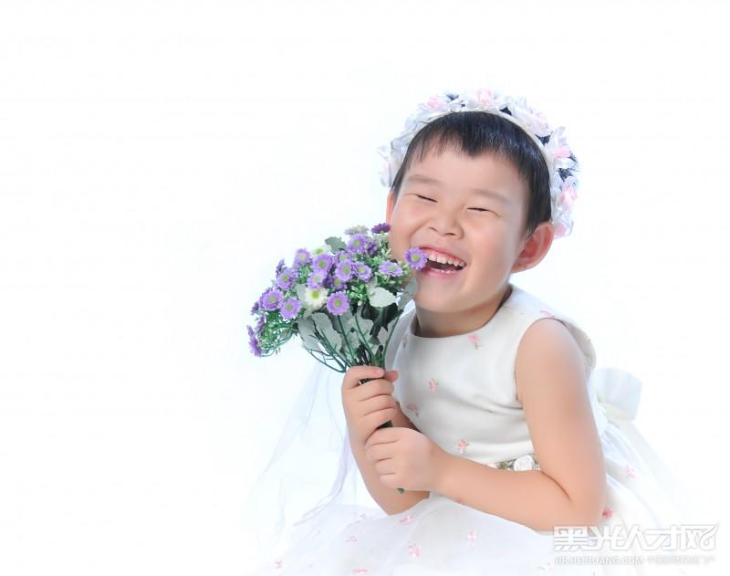 陈浩峰求职儿童摄影师_【黑光人才网】专注影楼招聘!